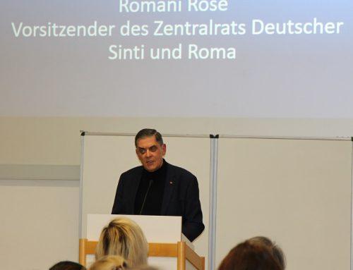 """""""Reden über"""" Minderheitenschutz und Demokratie mit Romani Rose"""